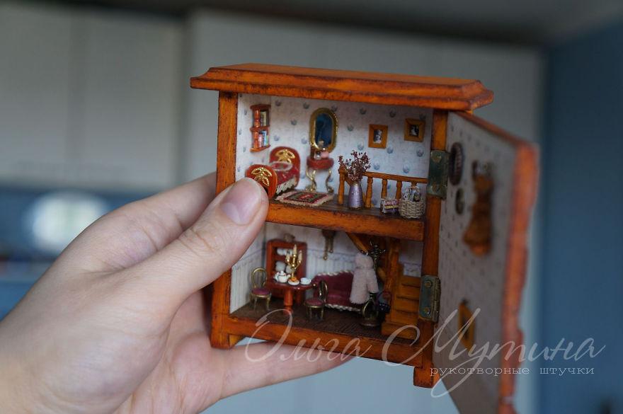 The Whole World in the Miniature Art of Russian Artist Olga Mutina