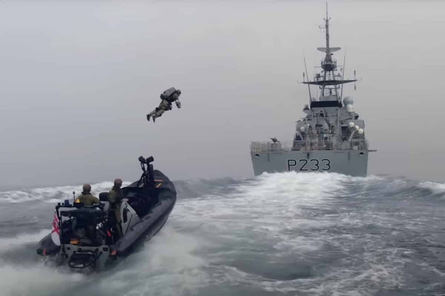 lính bay để tấn công một con tàu