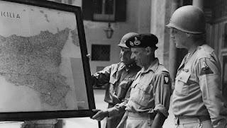 Montgomery y Patton supervisando la invasión de Sicilia