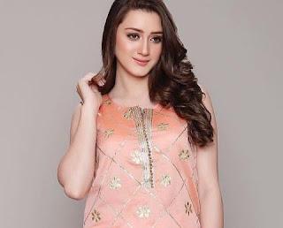Momina Iqbal Wiki, Bio, Height, Weight, Age, Boyfriend, Biography, Filmography, Serials