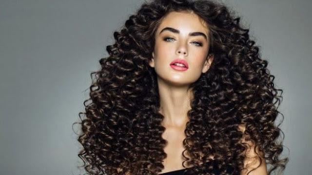 10 cosas que JAMÁS debes hacer si tienes el pelo rizado