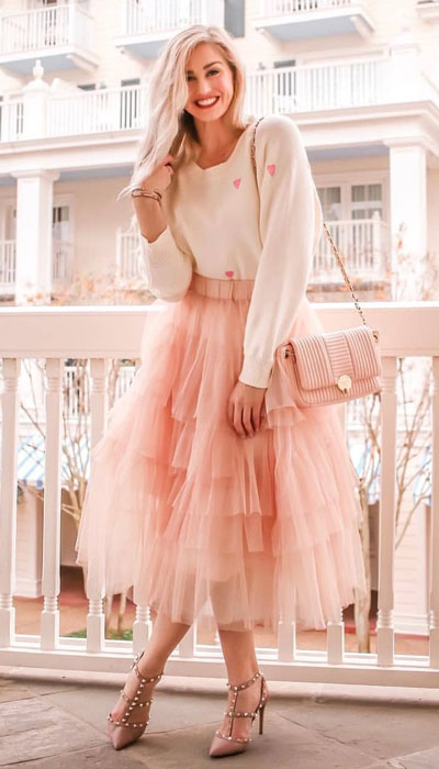 No matter what kind of date night you have planned for Valentine's Day. Here are 29 Romantic Valentines Day Outfits to Wow Your Date. Women's style + Fashion via higiggle.com | Adorable valentine look with sweater & midi skirt | #valentine #sweater #romance #skirt