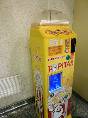 Things to do in Palma de Mallorca: buy popcorn from the Popitas machine at the airport