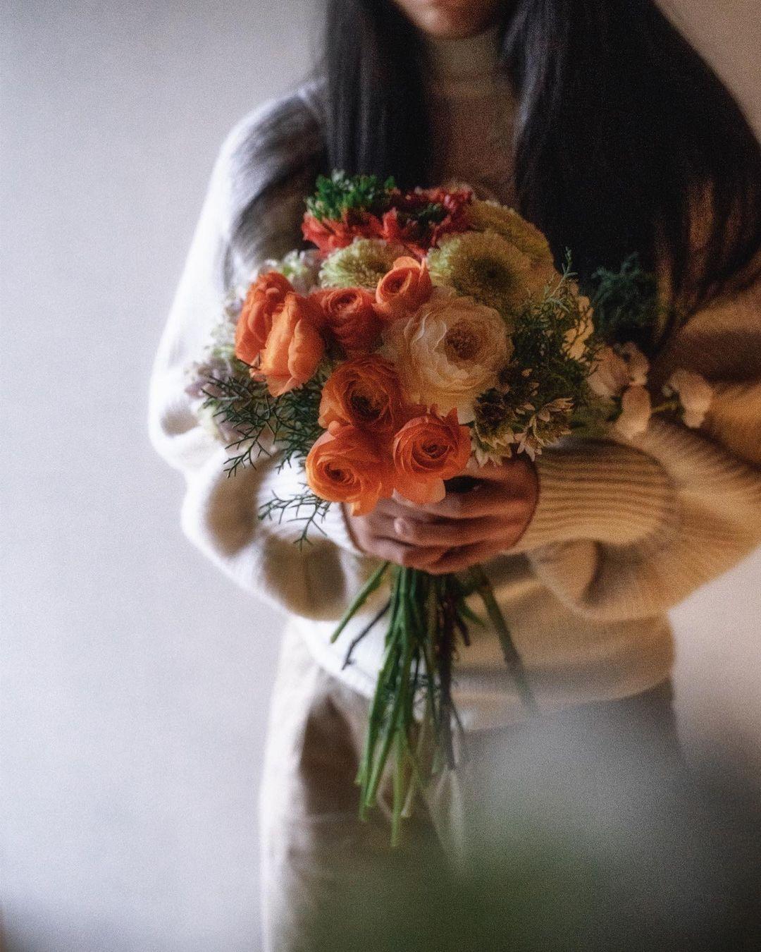 """𝑀𝓎 𝒻𝓁𝑜𝓇𝒶𝓁 𝒶𝒻𝒻𝒶𝒾𝓇 """"La vita è un mazzo di fiori rossi."""" _ PIERRE-AUGUSTE RENOIR"""