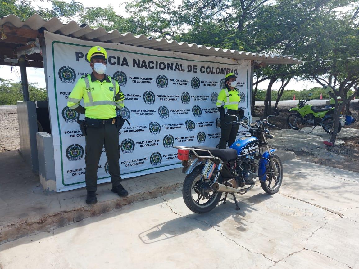 https://www.notasrosas.com/Incautan motocicleta de contrabando y carne de tortuga, en vías de La Guajira