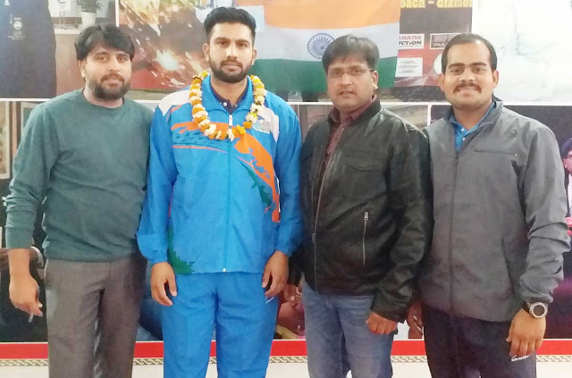 Kickboxing player Ravinder Singh left for Serbia with blessings from Guru Santosh Agrawal