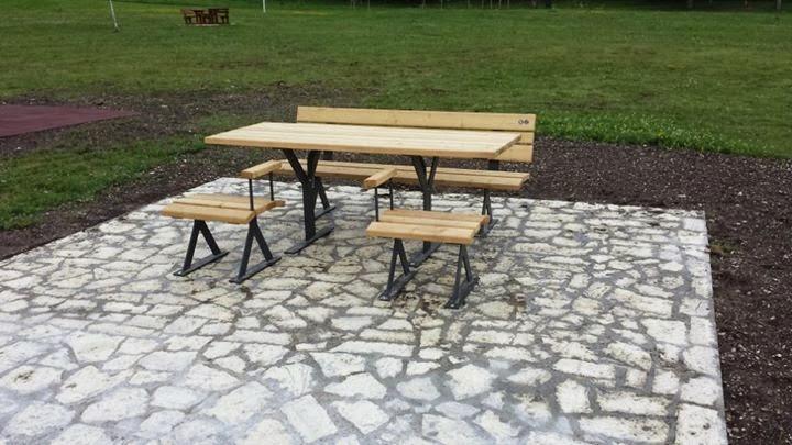 Tavoli e panchine per tutti
