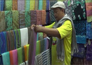 Libur Panjang, Pasar Grosir Batik Setono Diserbu Wisatawan, Ini Buktinya