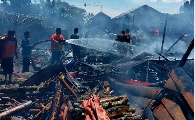 Kebakaran Pemukiman Di Bener Kelipah, Hanguskan 3 Rumah Warga