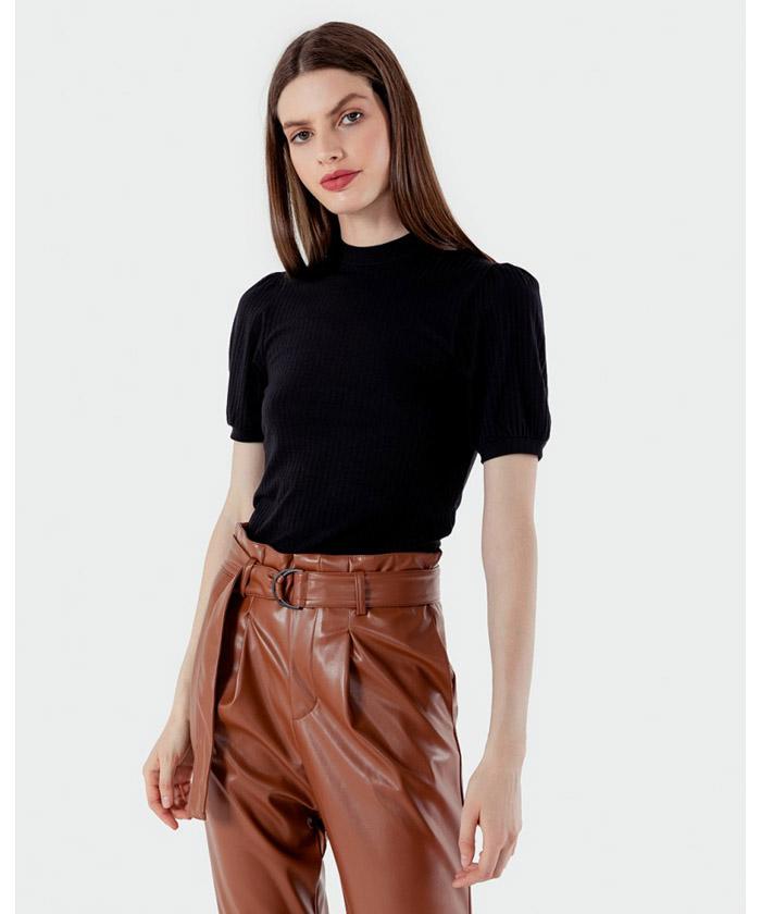 Looks de moda otoño invierno 2020 mujer. Remera de mujer 2020 invierno. Pantalon engomado invierno 2020 mujer.