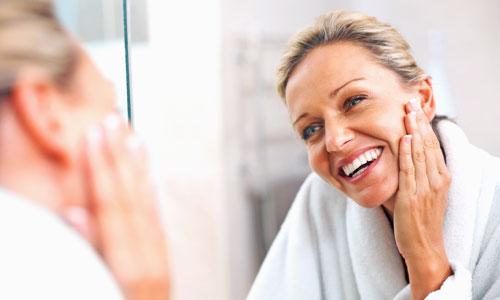 los mejores desmaquillantes para limpiar una piel madura