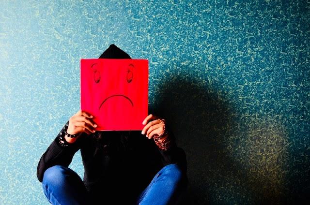 التعاسة المزمنة: 5 عادات  تجعلك تعيسا طوال الوقت