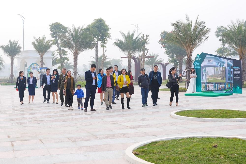 Đông đảo quan khách tham gia sự kiện tại dự án Him Lam Green Park