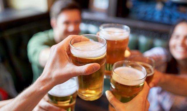 Una cerveza fría (o varias) es la opción preferida de muchos consumidores para mitigar los efectos del calor, pero, ¿es verdad que esta bebida hidrata?