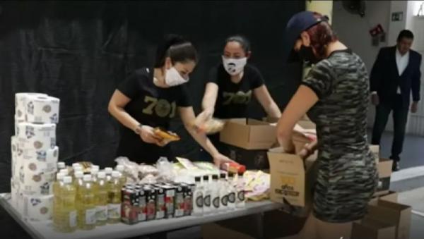 """Con las iniciales JGL hijos de """"El Chapo"""" regalan comida afuera de hospitales en Culiacán; AMLO no sirve dicen..."""