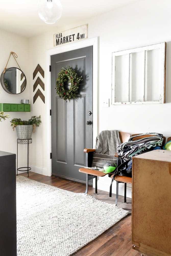 messy blogger home tour-mudroom