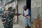 Tanggap Covid-19, Koramil 04/CK Bagikan 4500 Masker di Kelurahan Kapuk