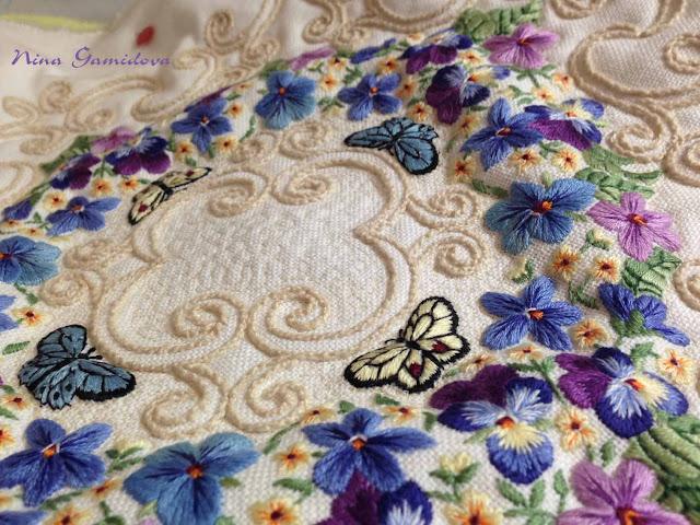 как простегать и сшить подушку с использованием вышивки
