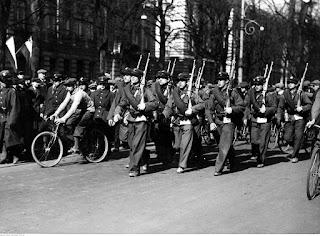 Drużyna 1. Pułku Lotniczego  podczas marszu Sulejówek-Belweder 1931