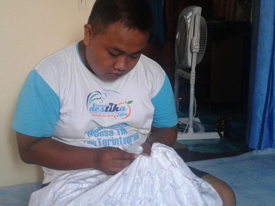 Belajar membuat kain Sasirangan khas Kalimantan Selatan