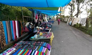Roadside hawkers in Mall Road Darjeeling