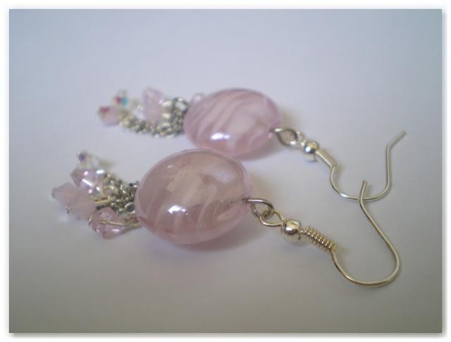 boucles d'oreilles fantaisie argentées et rose clair pour la fête des mères
