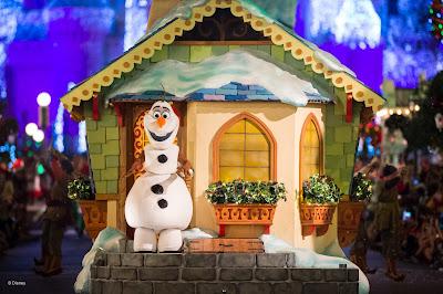 Olaf, na parada do Magic Kingdom