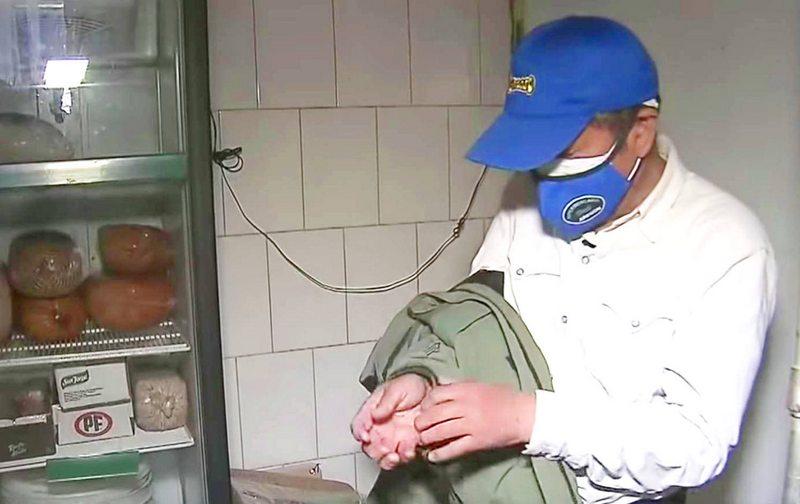 Habla científico japonés que trabaja de reponedor de bebidas en El Tabo