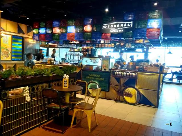 The People's Cafe untuk Penggemar Street Food. Ada berbagai kuliner street food ala Indonesia dan mancanegara di The People's Cafe