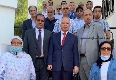 بالصورة ،عودة سفير المغرب بالجزائر وطاقمه الدبلوماسي للمغرب وسط اجواء احتفالية ممزوجة بالزغاريد والأهازيج