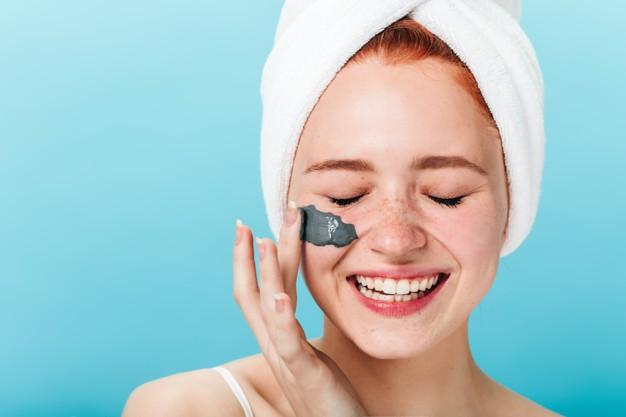 4 Masalah Umum Kulit Berminyak yang Bisa Diatasi Skincare