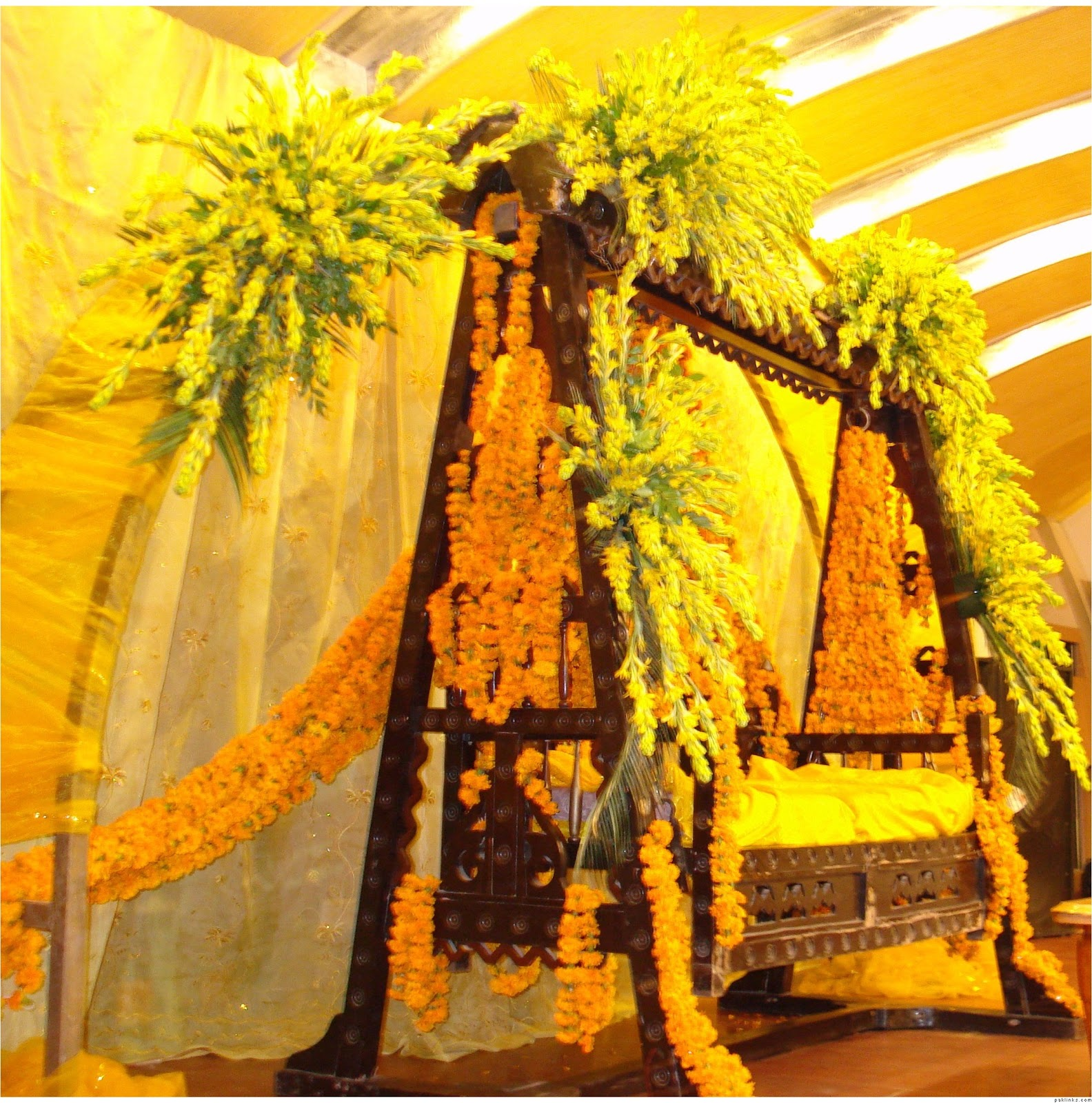 Ghosia Caterers & Flowers Decoration: Mehndi Stage