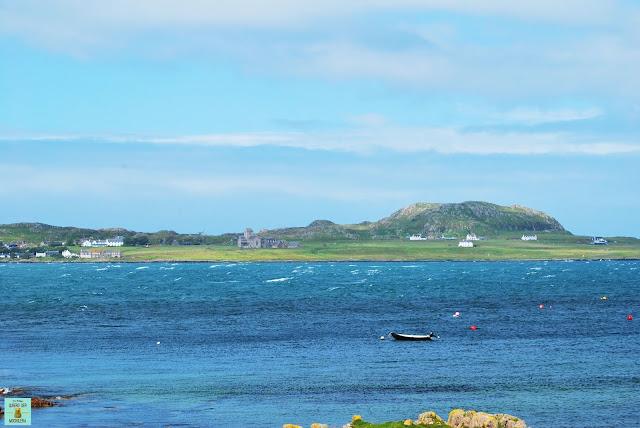 Vistas de la isla de Iona desde Fionnphort, isla de Mull