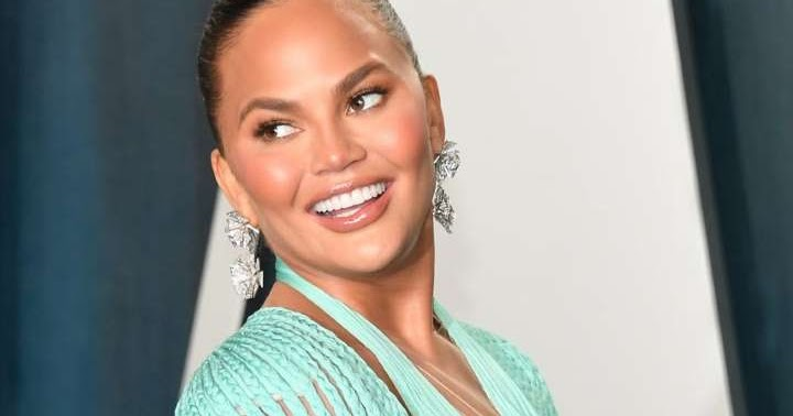 Chrissy Teigen to remove her b.r.e.a.s.t implants soonest