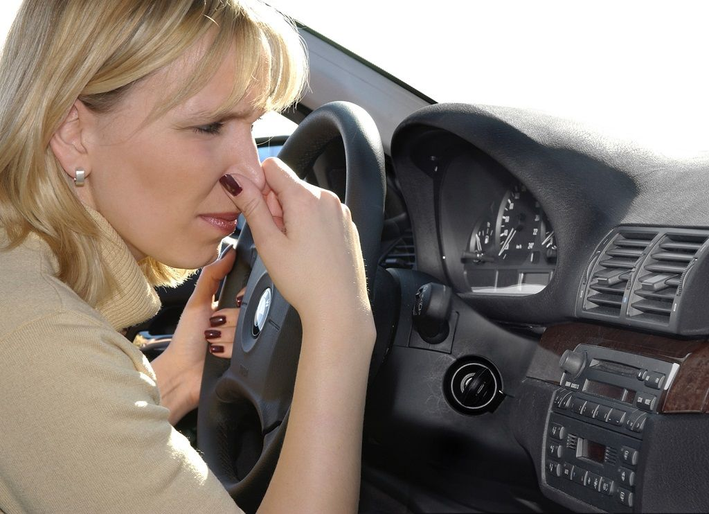Cách nhận biết mùi lạ trên xe ô tô có thể gây nguy hiểm cho chủ xe