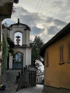 A narrow part of Via Sudorno.