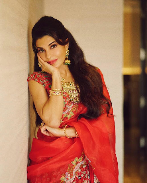 Jacqueline Fernandes Wallpaper in Saree