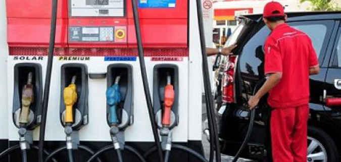 Masyarakat Kota Ambon dan sekitarnya meresahkan penjualan premium di Stasiun Pengisian Bahan Bakar Umum (SPBU) karena petugas sering beralasan jenis bahan bakar minyak ini sedang kosong.