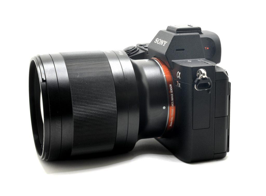 Объектив Tokina ATX-M 85mm f/1.8 FE с камерой Sony