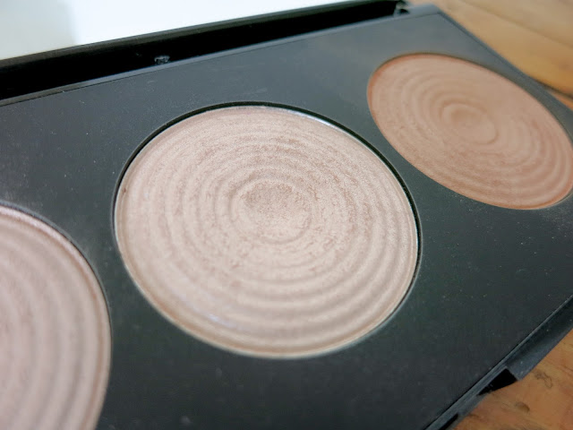 Makeup Revolution Radiant Light in Exhale