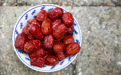 What are the benefits of dates for the body