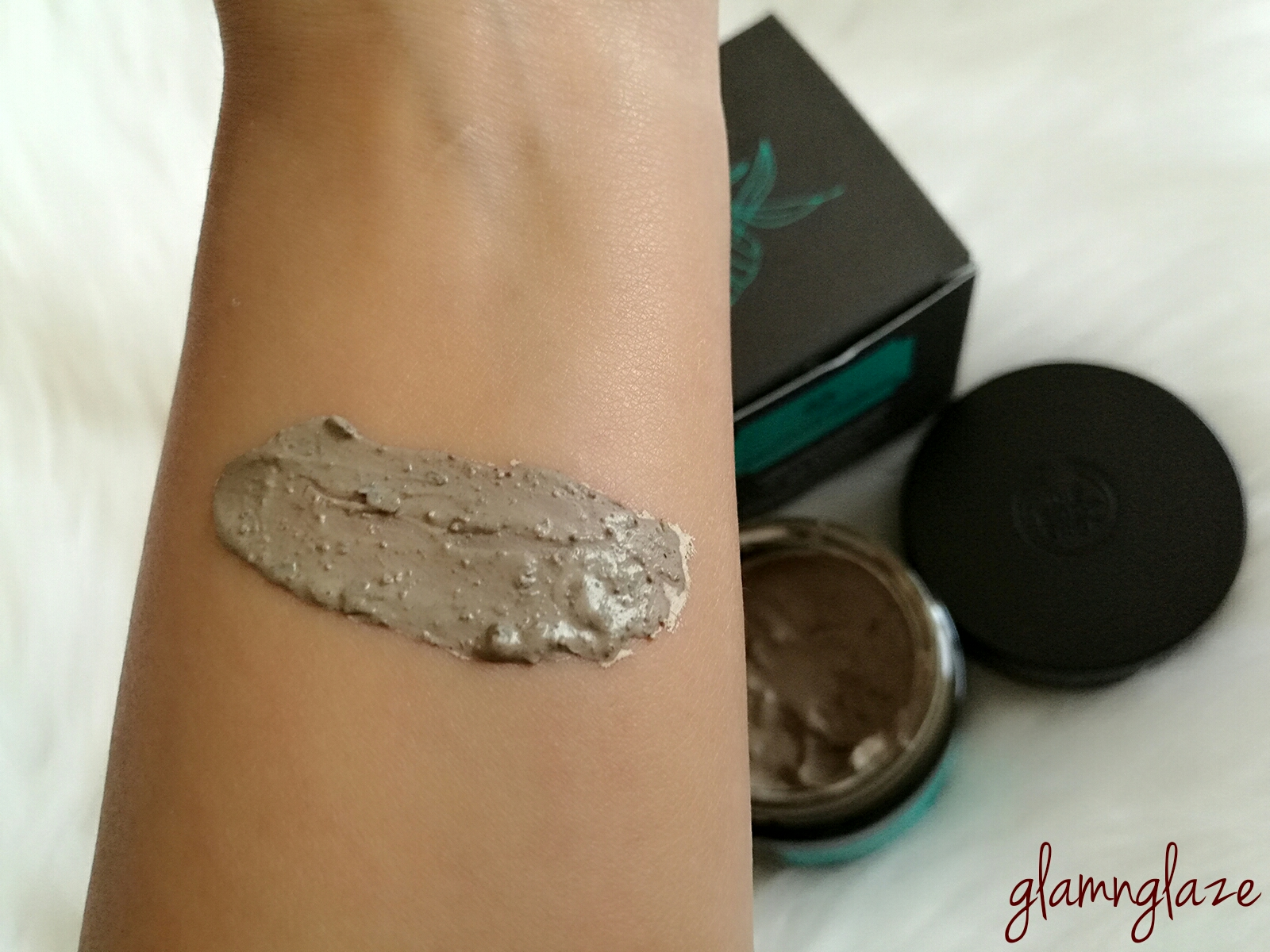 himalayan charcoal purifying glow mask how to use