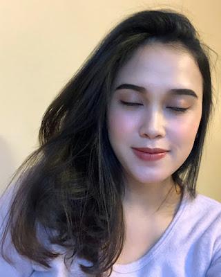 Cewek IGO Selfie Cantik manis kulit ungu