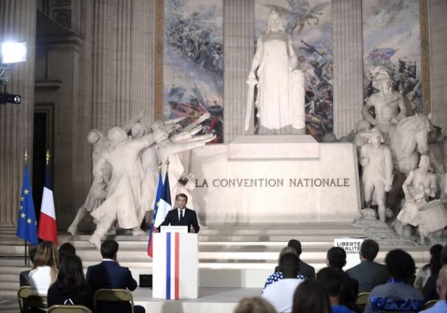 Célébration des 150 ans de la République : Macron, plus acrobate des mots que défenseur des Français