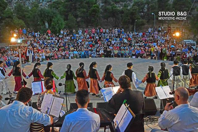 Εκπληκτική παράσταση με θέμα την ξενιτιά από το εργαστήρι Ελληνικού χορού στο Ναύπλιο