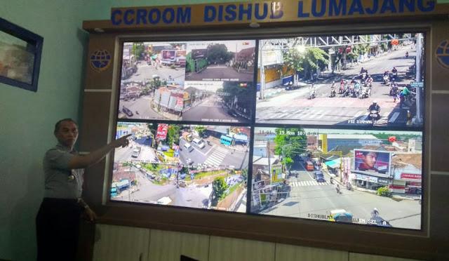 Ruangan pemantau lalu lintas di Dishub Lumajang