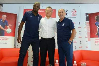 Ledley King, Thomas Wong, Chief Marketing Officer AIA Malaysia Berhad and Ossie Ardiles