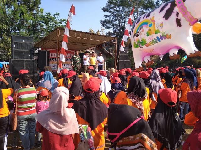 Kodim Karanganyar - Jalan Sehat Warga Desa Dayu Meriahkan Peringatan HUT Kemerdekaan RI Ke 74