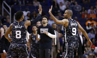 Patty Mills and Tony Parker High Five