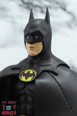S.H. Figuarts Batman (1989) 01